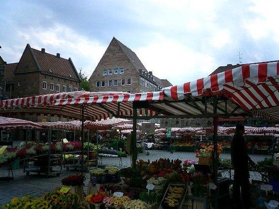 Frauenkirche: 教会前広場での市