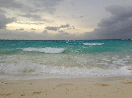 Club Med Cancun Yucatan : Evening on the beach