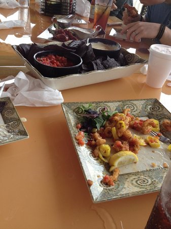 Key West Grill : Appetizers, Jerk Chickent, Chips & Queso, Calimari