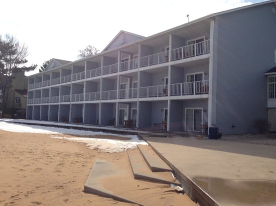 Grand Beach Resort Hotel : View of the beach front rooms side