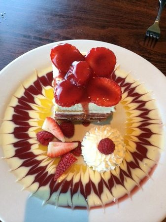 Old Fisherman's Grotto: Oh, so devine Strawberry Shortcake Dessert