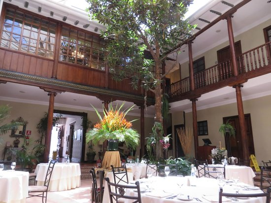 Hotel Boutique Santa Lucia: Central Courtyard/Dining Chamber