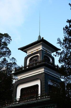 Oyama Shrine : ギヤマンのはめ込まれた神門