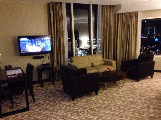 Acacia Hotel Manila: Juinor suite with a great city view.