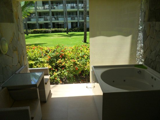 Barcelo Bavaro Palace: Junior suites have a Jacuzzi in the balcony