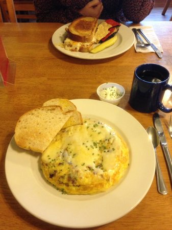 45th Parallel Cafe: Omelet and Rueben!