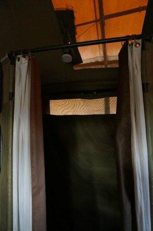Lemala Ewanjan Tented Camp: Shower
