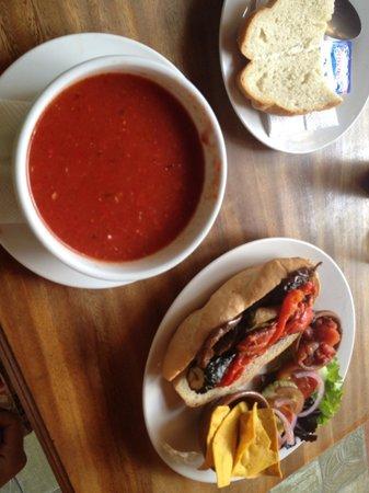 Rainbow Cafe: Veggie asados sandwich