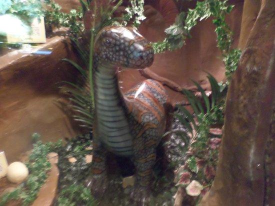 Guinness World Records Museum : replica of dinosaur