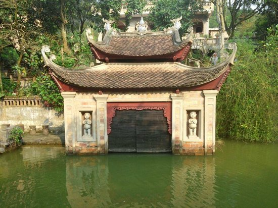 Thanh Chuong Viet Palace: The water puppet Theatre