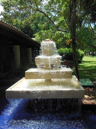 Tivoli Ecoresort Praia do Forte: fontes proximas a recepção do hotel