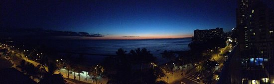Alohilani Resort Waikiki Beach: Sunset from the room