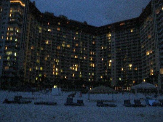 Shores of Panama Resort: Shores of Panama at night