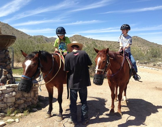 White Tanks Riding Stables: Helpful hands setting us up