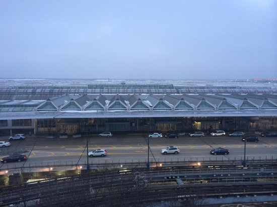 Hilton Chicago O'Hare Airport: Day view