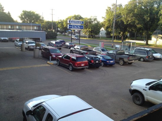 Eastglen Inn: Parking Lot