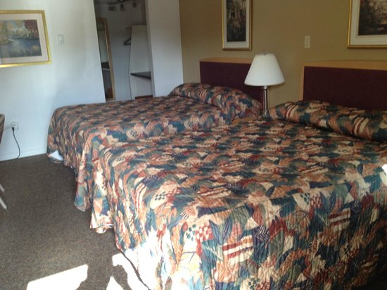 Eastglen Inn: Double Quuen Room