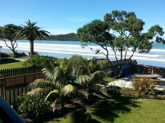 Beachfront Resort : Paradise