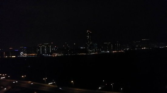 Ibis Hong Kong North Point : The night view from the room - stunning (excuse me for the mobile camera)