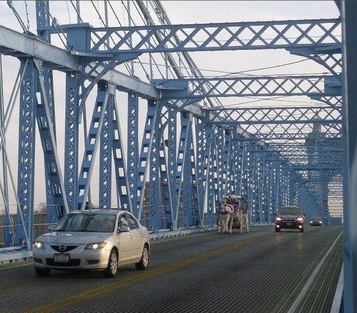 Roebling Suspension Bridge: carriage on the bridge