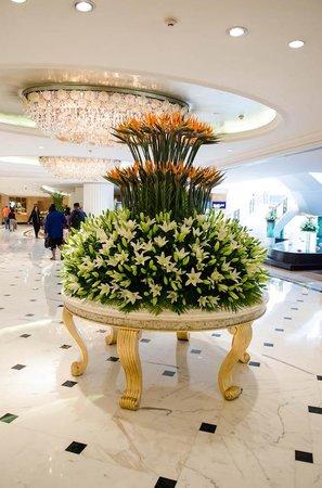 Shangri-La's Eros Hotel: Beautiful Lobby