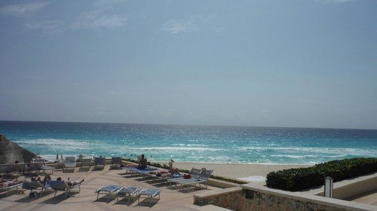 Omni Cancun Resort & Villas : View from one of the pools...amazing.