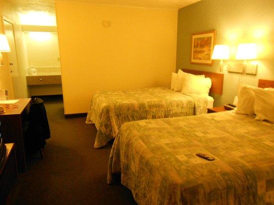 Days Inn Hays: double beds