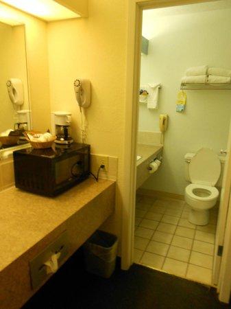 Days Inn Hays: bathroom