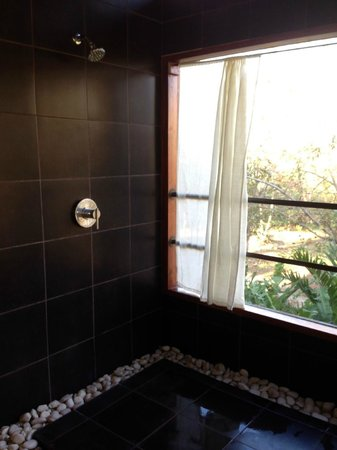 AHKi B&B Retreat: Beautiful shower