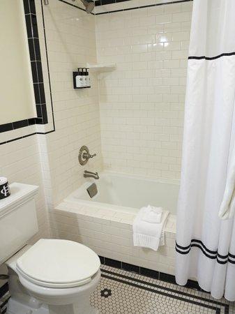 The Oxford Hotel: Bathroom