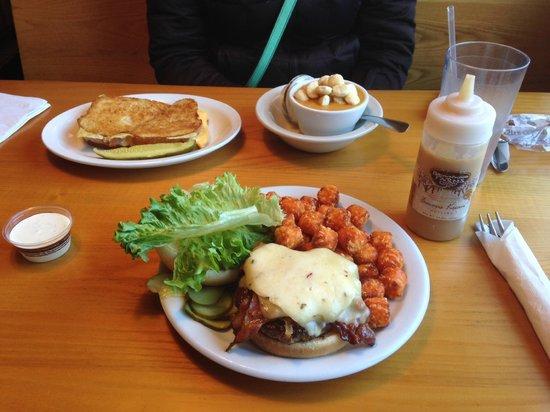 Art's Tavern : Sweet potato tots and bacon cheeseburger