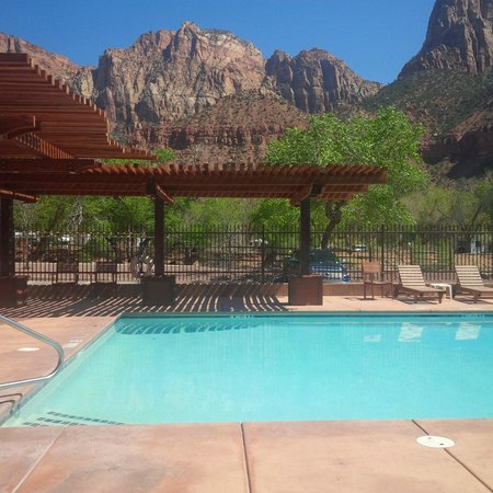 Cable Mountain Lodge: Pool Side