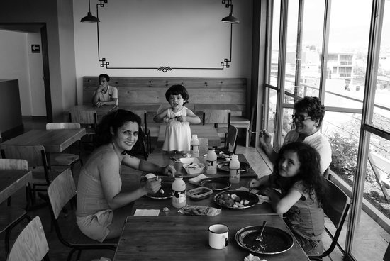 Hostal Tres Central : Desayunando.