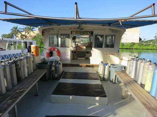 Island Divers Hawaii: The Sea Fox - Island Divers' dive boat