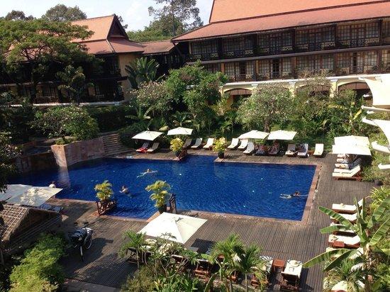 Victoria Angkor Resort & Spa: 部屋から眺めたプール