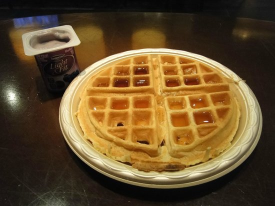 Hampton Inn Philadelphia Center City - Convention Center: Self-made waffles for Breakfast