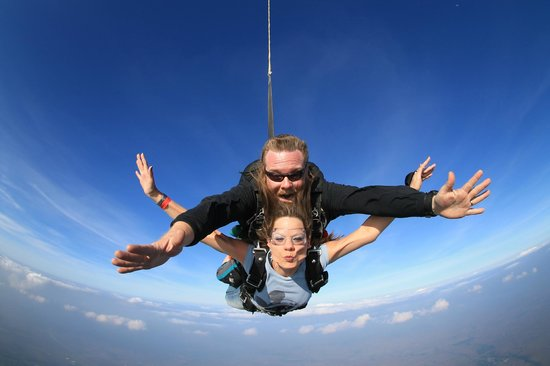 Chicagoland Skydiving Center: Pucker up!