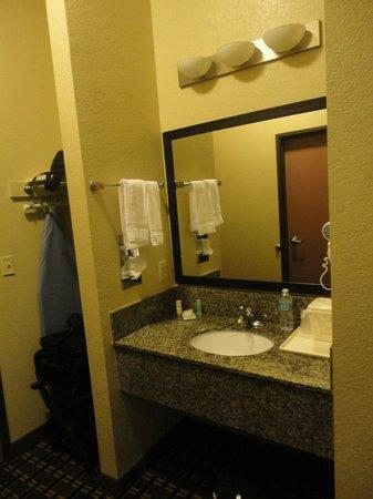 Comfort Inn: Bathroom Mirror