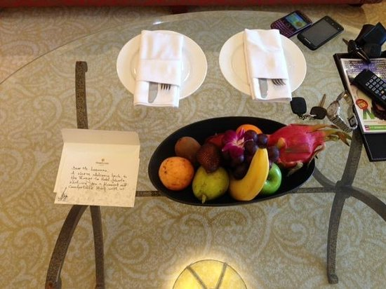 Shangri-La Hotel Jakarta: Welcome card from Mr. Doer