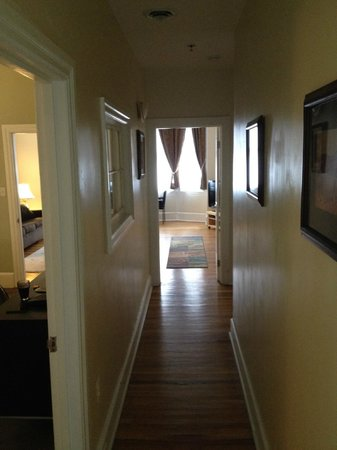 Morris House Hotel: Hallway