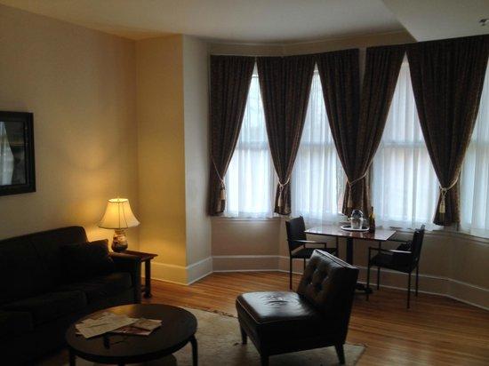 Morris House Hotel: Livingroom