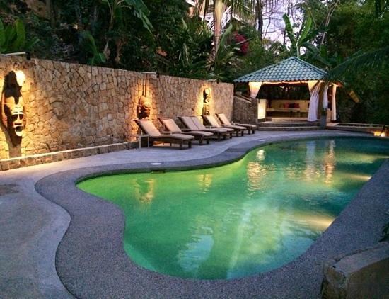 Hotel Moana : poolside lounging