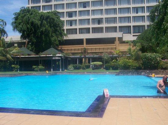 Cinnamon Grand Colombo : pool area
