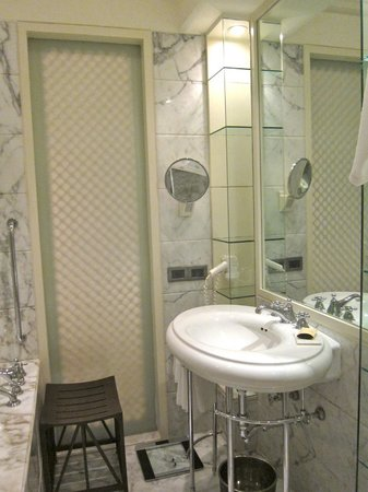 The Taj Mahal Palace: Bathroom