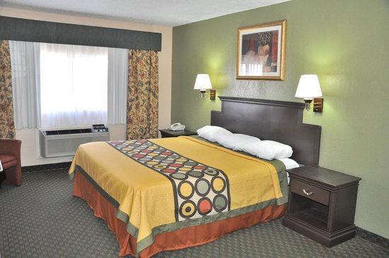 Super 8 Amarillo Central TX: King Bed Guest Room