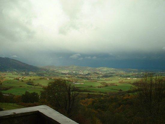 Casa Rural Haitzetxea: Vistas desde algunas habitaciones o la terraza
