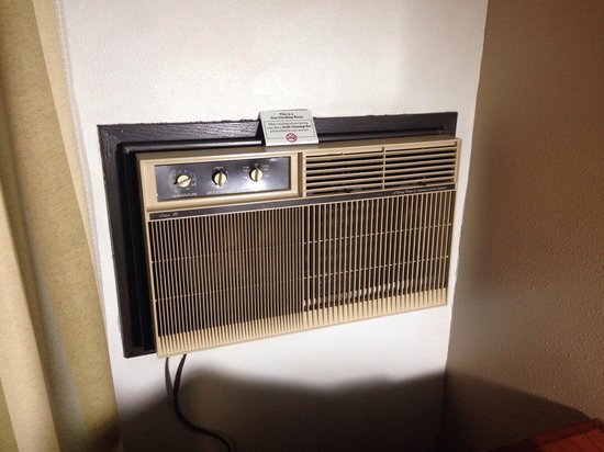 Super 8 Milwaukee Airport : Old time AC