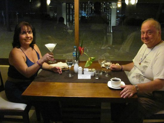 Ocean Spa Hotel: Dining with a view of the beach at night time
