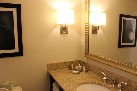DoubleTree by Hilton Columbia: Bathroom