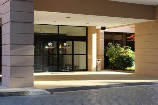 DoubleTree by Hilton Columbia : Outside